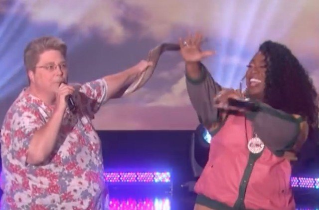 Missy Elliott surprises her 'funky white sister' on Ellen for duet