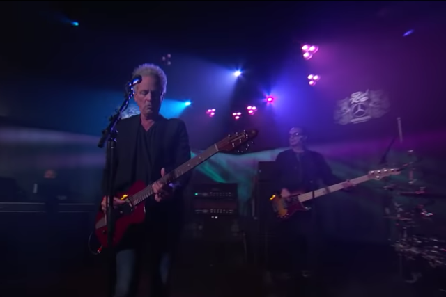 Lindsey Buckingham Plays 2 Solo Songs on 'Kimmel': Video | SPIN