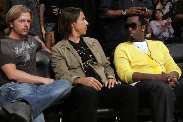 Anthony Kiedis with David Spade, Diddy at 2008 NBA Finals