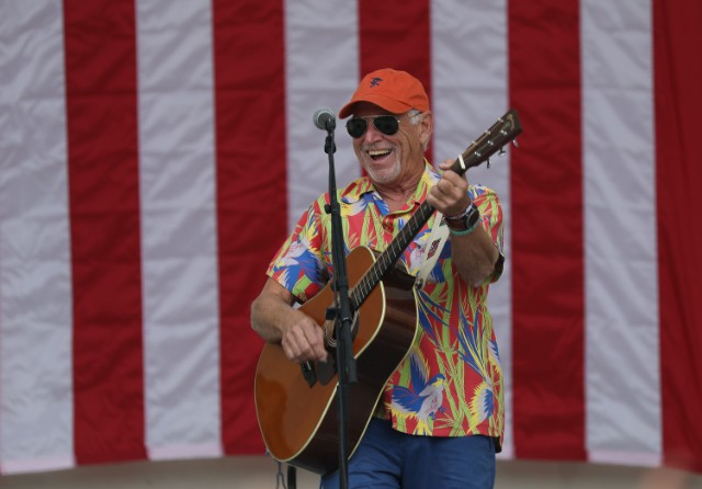 jimmy-buffett-takes-digs-at-republicans-during-florida-democratic-rally