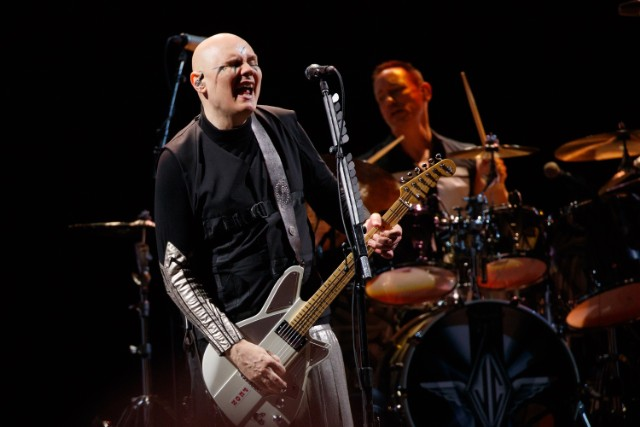 smashing-pumpkins-bring-out-rise-againsts-tim-mcilrath-to-cover-the-cars-dangerous-type-watch
