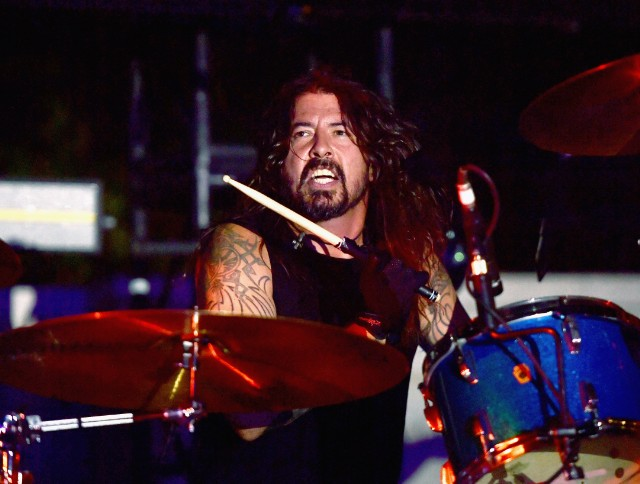 dave-grohl-debuts-his-play-soundtrack-live-warren-haynes-christmas-jam-watch