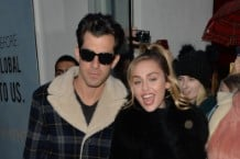 mark-ronson-miley-cyrus-nothing-breaks-like-a-heart-graham-norton-show-watch