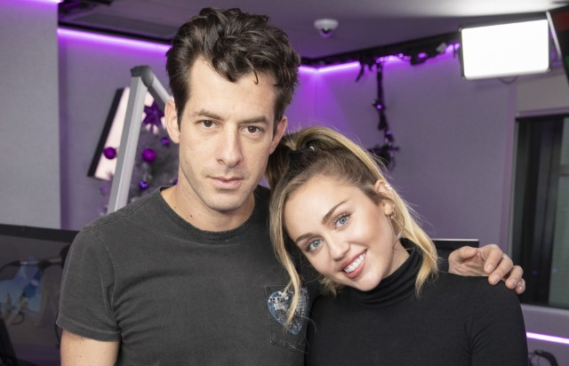 miley-cyrus-mark-ronson-nothing-breaks-like-a-heart-acoustic-version
