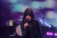 "Watch Sharon Van Etten Perform ""Seventeen"" on <i>Ellen</i>"