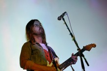 tame-impala-perform-patience-and-borderline-snl-watch