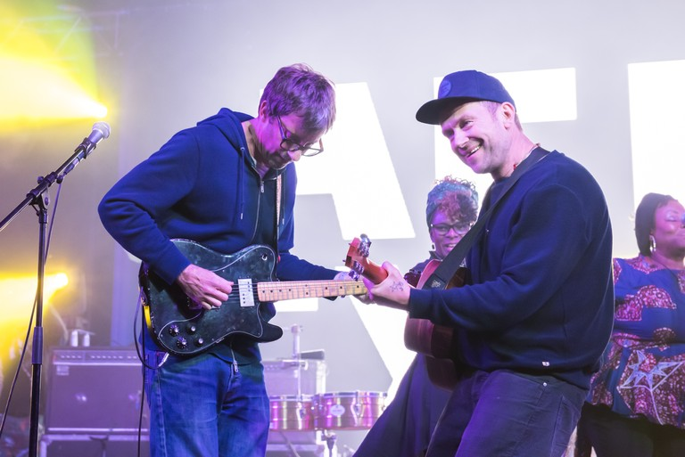 blur-reunite-to-perform-a-surprise-set-in-london-watch