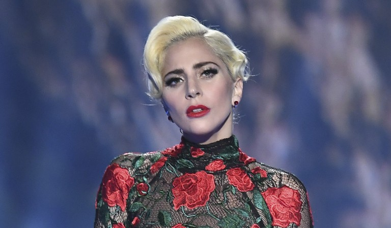 lady-gaga-performs-surprise-set-of-frank-sinatra-songs-at-fred-durst-la-jazz-night-watch