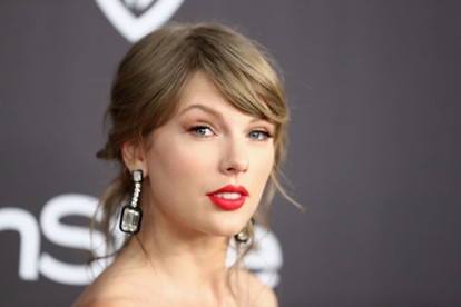 Taylor Swift Learned How To Make Real Cocktails Spin