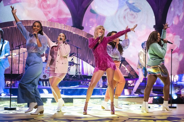 taylor-swift-performs-me-graham-norton-show-watch