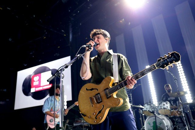 vampire-weekend-earn-third-no-1-album-with-father-of-the-bride