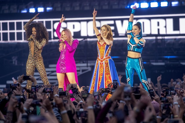spice-girls-perform-first-show-in-7-years-watch