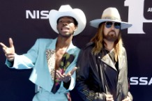 lil nas x billy ray cyrus number one taylor swift drake