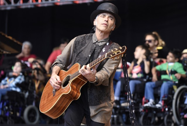 nils-lofgren-and-anthony-scaramucci-beef-on-twitter