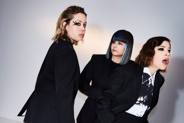 """Sleater-Kinney Announce St. Vincent-Produced Album, Release New Song """"The Future Is Here"""""""