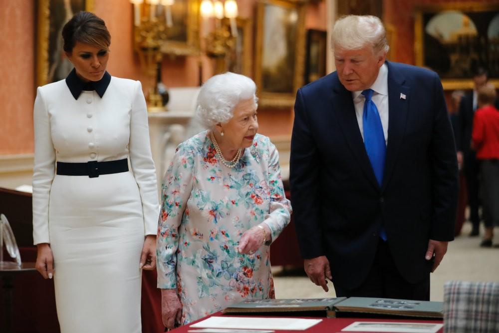 Trump Doesn't Recognize Gift He Gave Queen Elizabeth