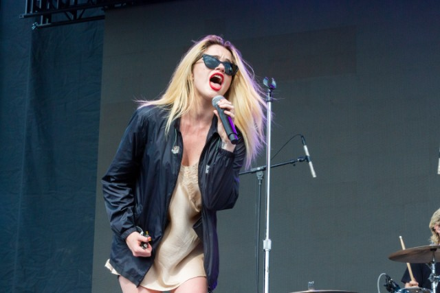 sky-ferreira-debuts-new-song-descending-at-pitchfork-music-festival-2019
