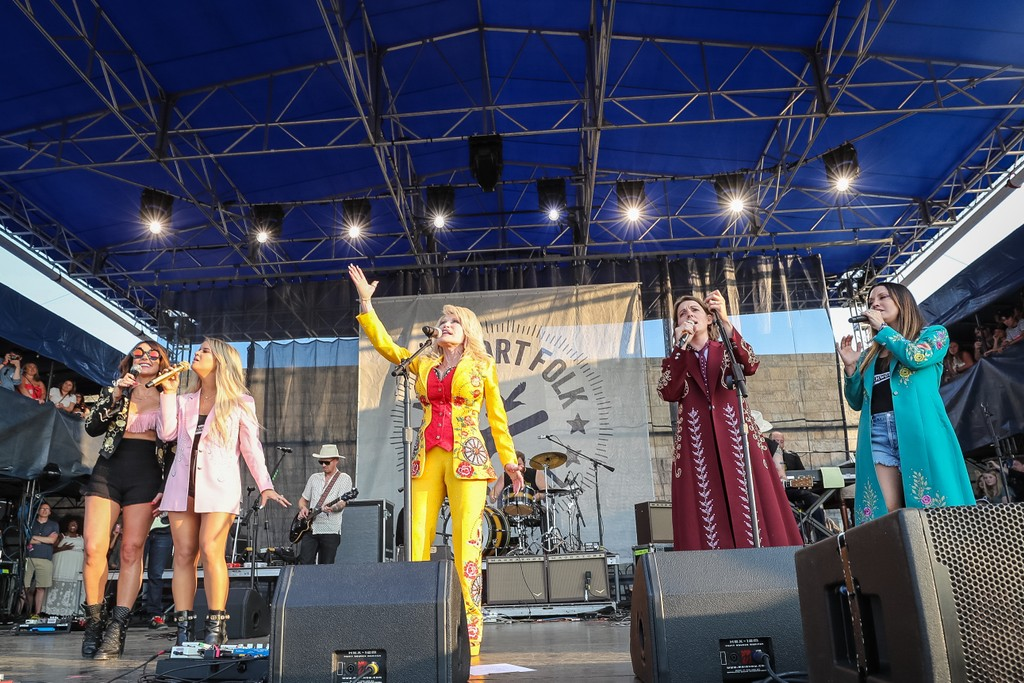 Dolly Parton Performs With Brandi Carlile and the Highwomen at Newport Folk Fest: Watch
