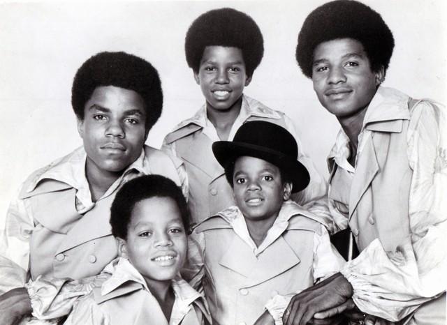 Photo of JACKSON FIVE and Tito JACKSON and Marlon JACKSON and Jermaine JACKSON and Michael JACKSON and Jackie  JACKSON
