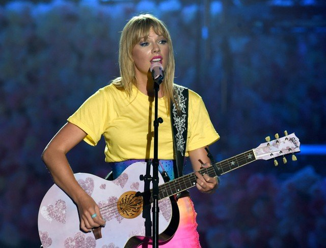 Taylor Swift Addresses Her Sexuality in New Interview | SPIN