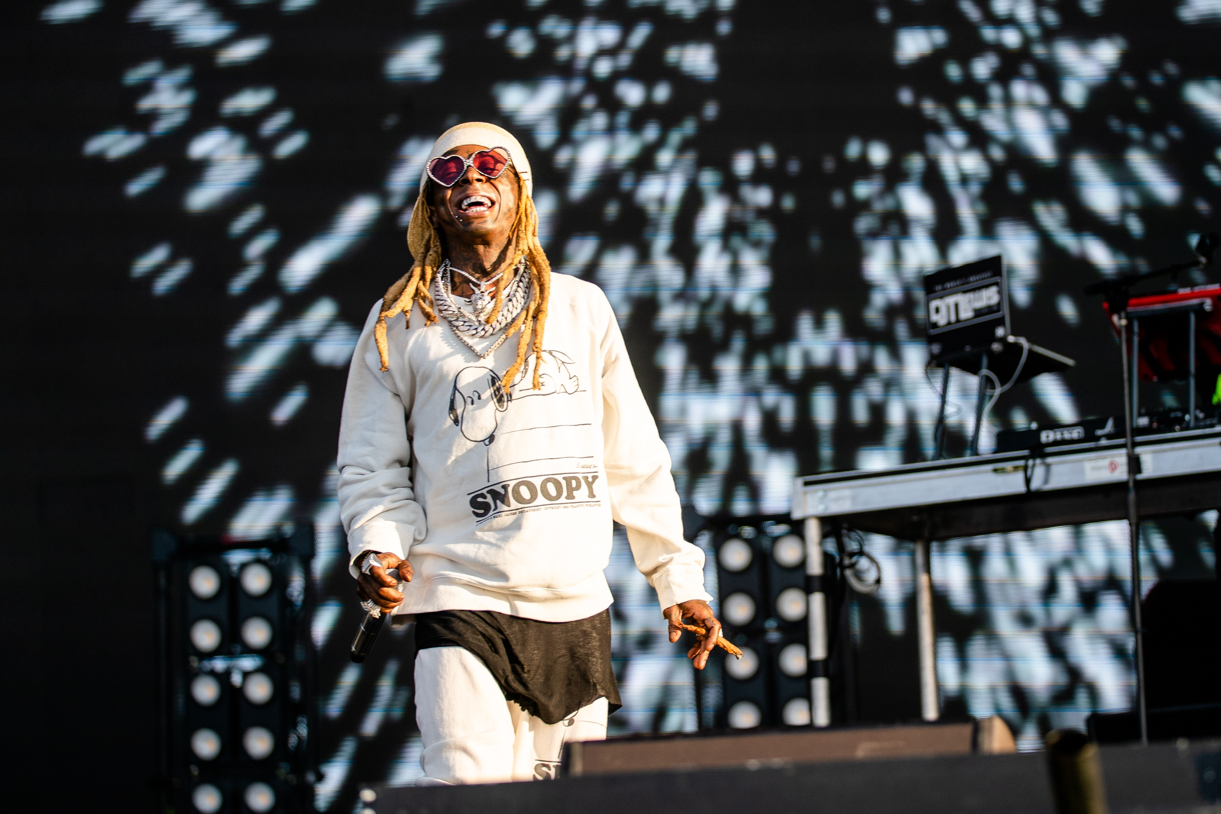 lil-wayne-debuts-old-town-road-remix-at-lollapalooza-2019-watch