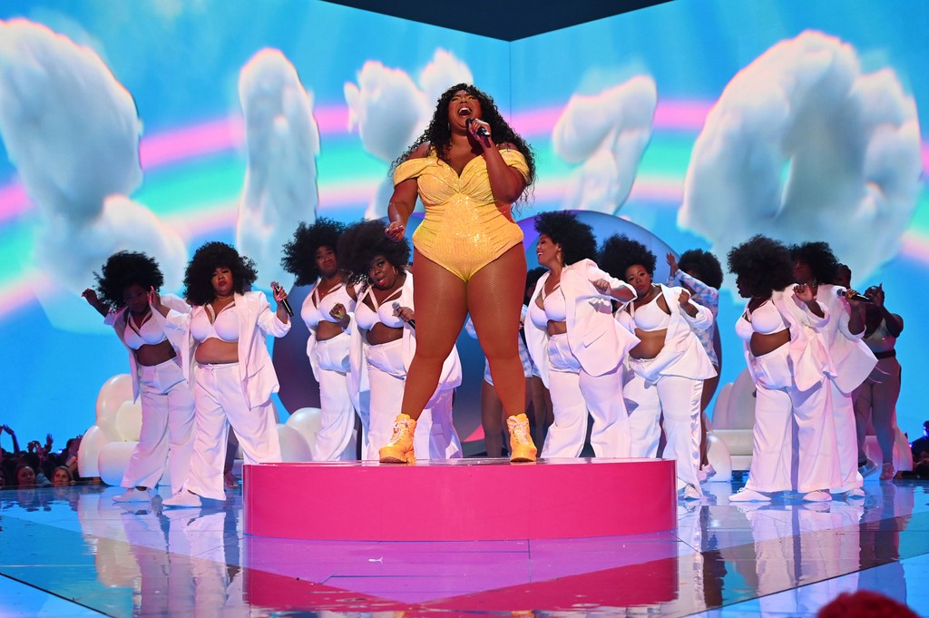 "Watch Lizzo Perform ""TK"" at the 2019 VMAs"