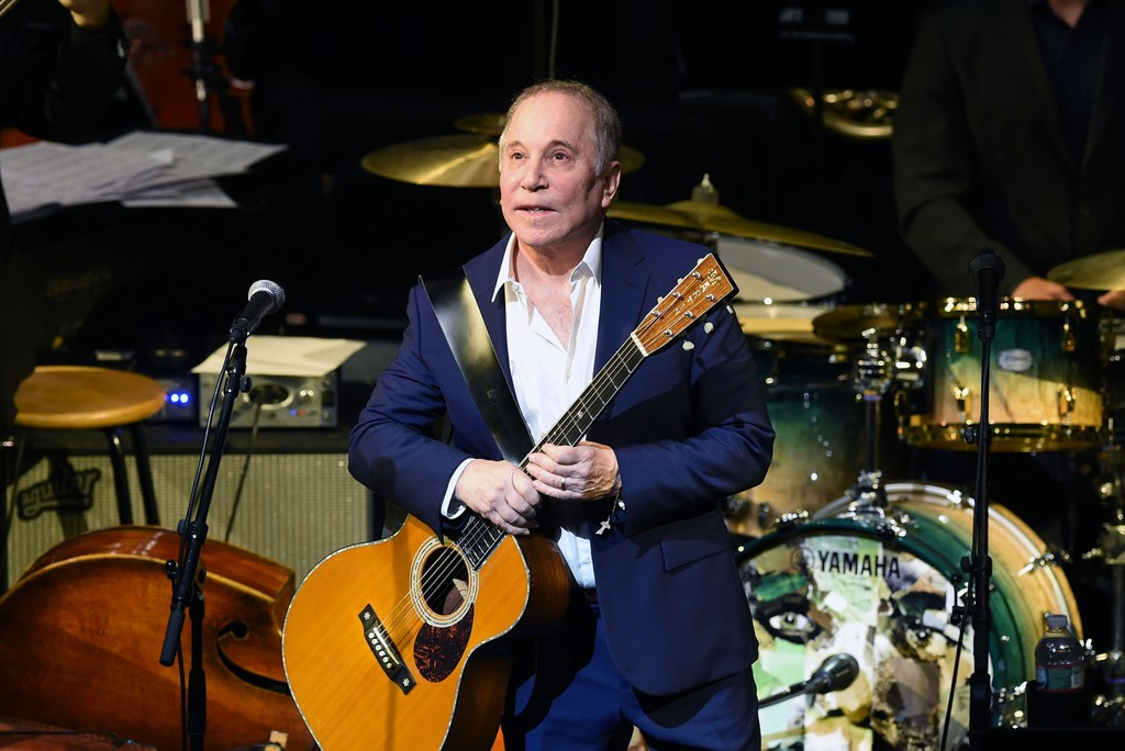 """Paul Simon Brings Out Michael McDonald to Perform """"Cecilia: Watch"""