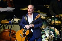 paul-simon-brings-out-michael-mcdonald-to-perform-cecilia-watch