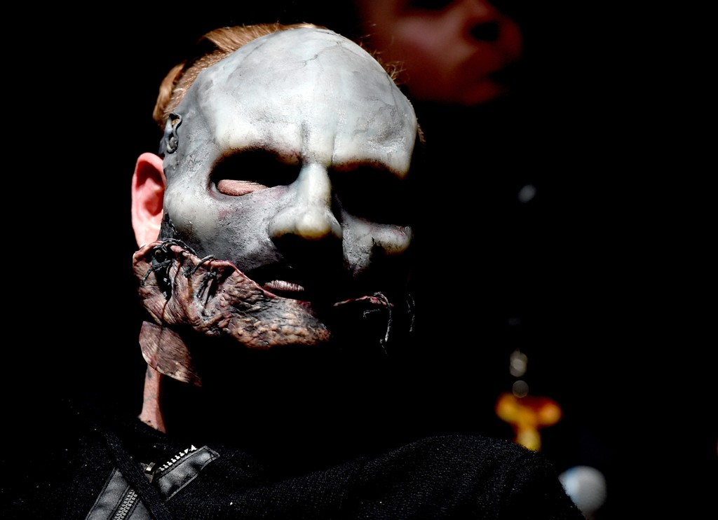 """Slipknot's Corey Taylor Speaks Out About Gun Violence: """"There Are Too Many F-cking Guns in America"""""""