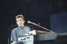 Peter Gabriel Performing