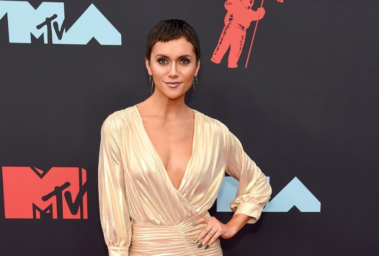 """Dancing Girl"" Alyson Stoner Performs with Missy Elliott at 2019 VMAs"