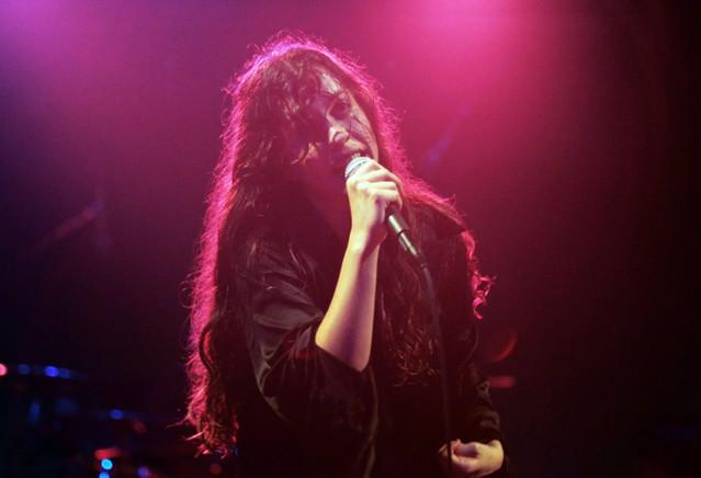 Alanis Morissette in 1995 Concert