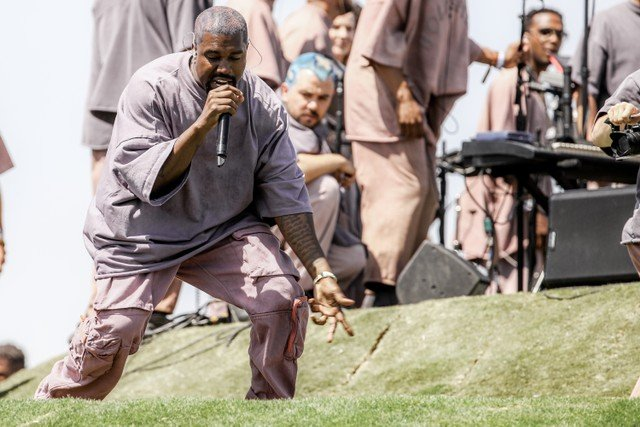 kanye-west-brings-out-chance-the-rapper-at-chicago-sunday-service-watch