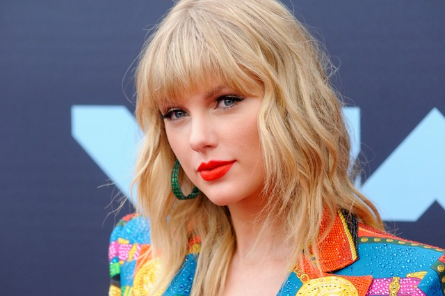 taylor-swift-cancels-melbourne-cup-performance-after-outcry-from-animal-rights-activists