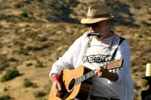 neil-young-performs-new-mama-life-for-the-first-time-in-42-years-watch