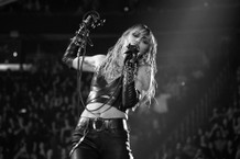 miley-cyrus-covers-pink-floyd-and-led-zeppelin-at-iheartradio-fest-watch