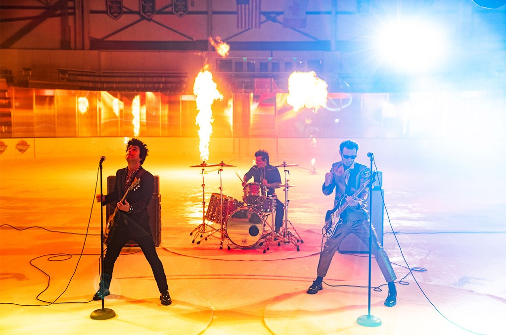 """Green Day Partner With NFL, Prep New Song """"Fire, Ready, Aim"""""""
