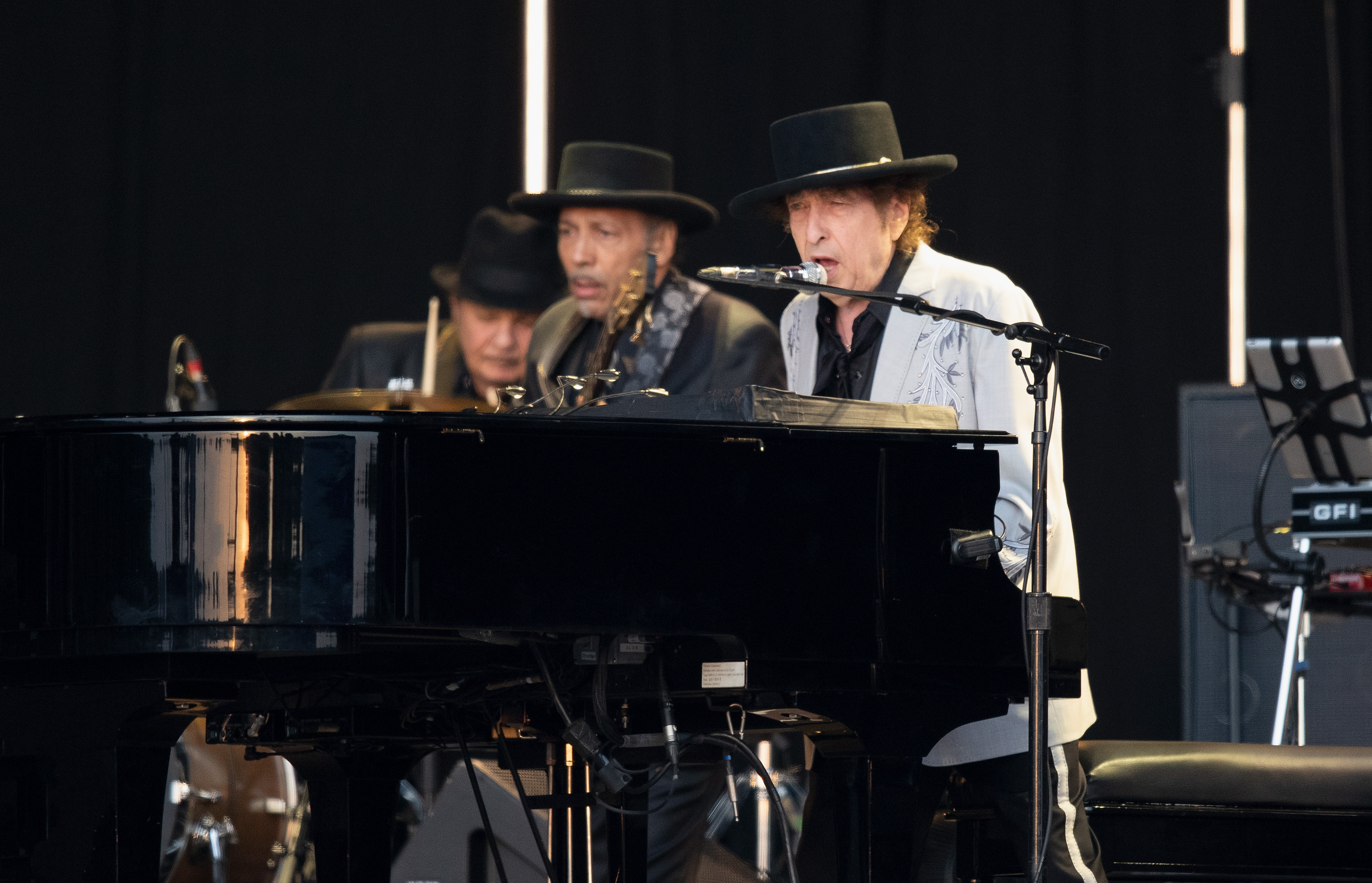 bob-dylan-performs-lenny-bruce-for-the-first-time-in-over-a-decade-listen
