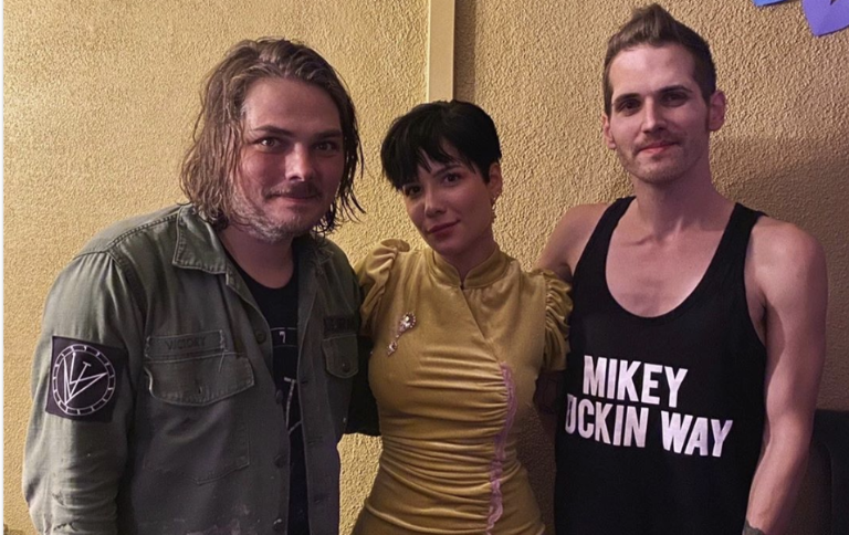 halsey-sings-along-with-the-crowd-at-my-chemical-romance-la-reunion-show