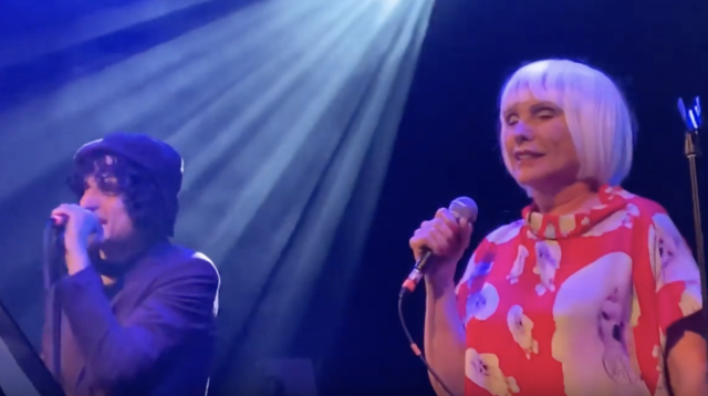 debbie-harry-jesse-malin-cover-the-pogues-fairytale-of-new-york-at-london-calling-40th-anniversary-celebration