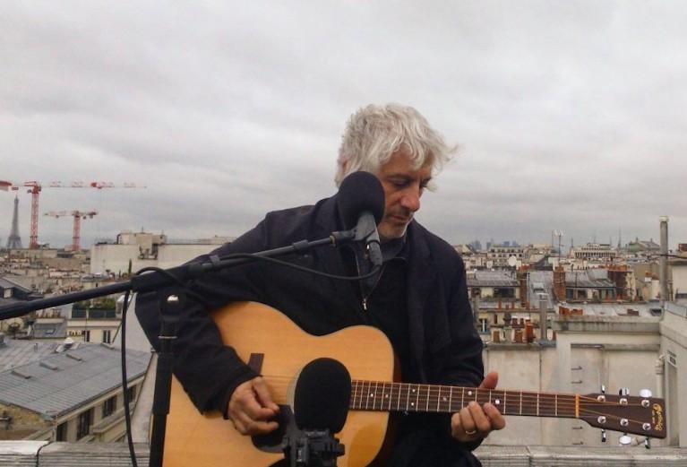 Lee Ranaldo playing acoustic guitar in Paris