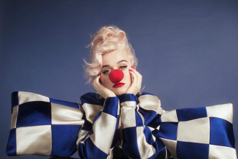 Katy-Perry_Smile-photo_Credit-Christine-Hahn-1594355440
