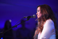 Alanis Morissette Doesn't Think She'd Be Alive Today Without Therapy