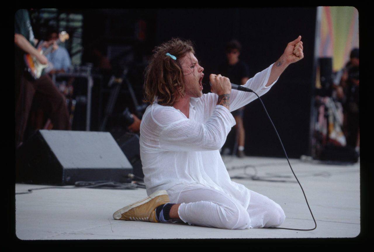 Shannon Hoon Kneeling and Singing on Stage