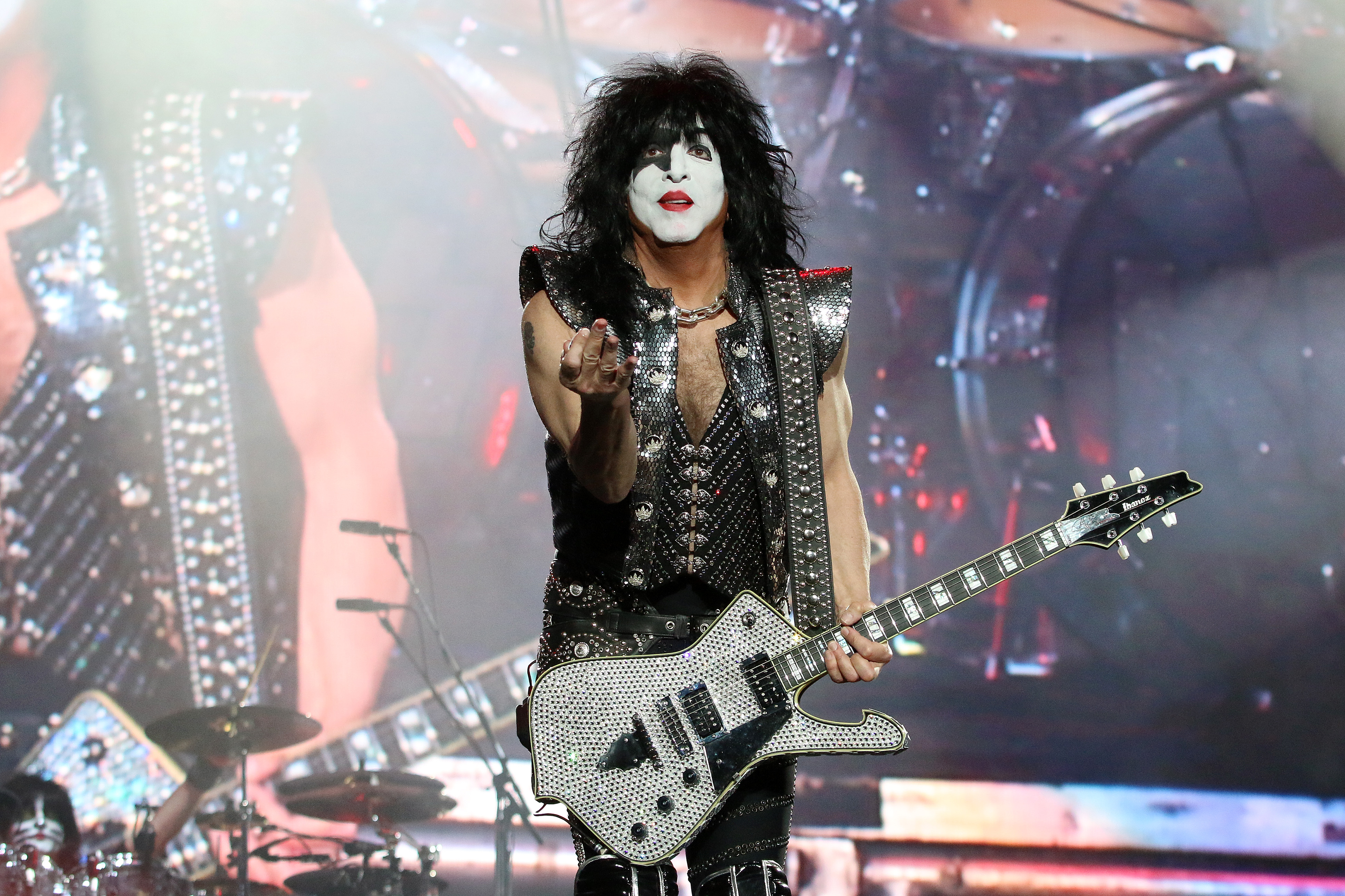 Paul Stanley Pledges to 'KISS 2020 Goodbye' - Paul Stanley Pledges to 'KISS  2020 Goodbye' With Explosive Sendoff SPIN
