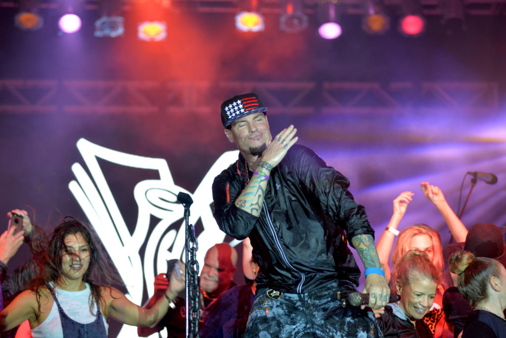 Vanilla Ice and Mike Love of the Beach Boys Performed at Maskless Mar-a-Lago New Year's Eve