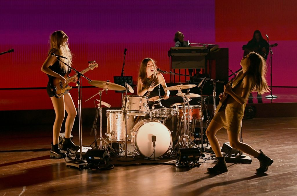 HAIM Shine on Grammy Stage With 'The Steps' | SPIN