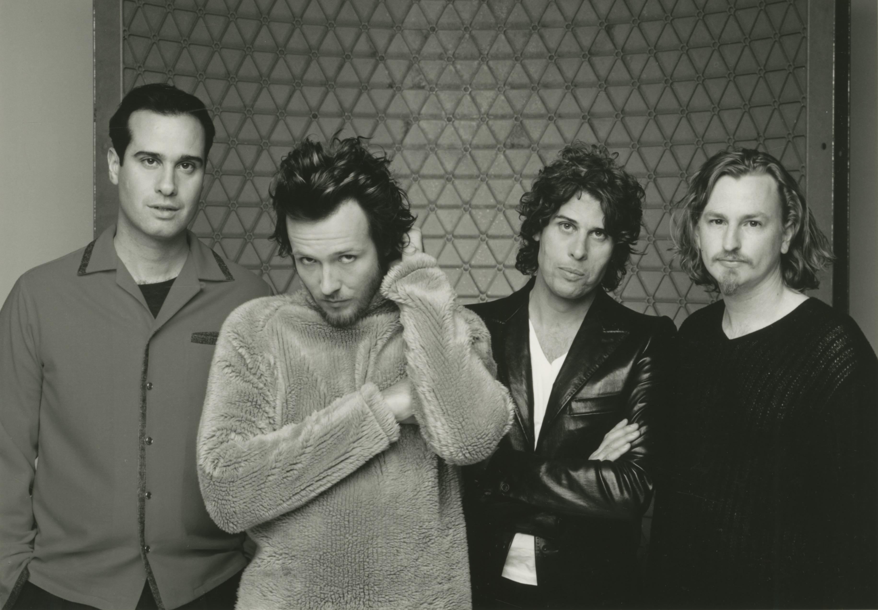Stone-Temple-Pilots-1996-bw