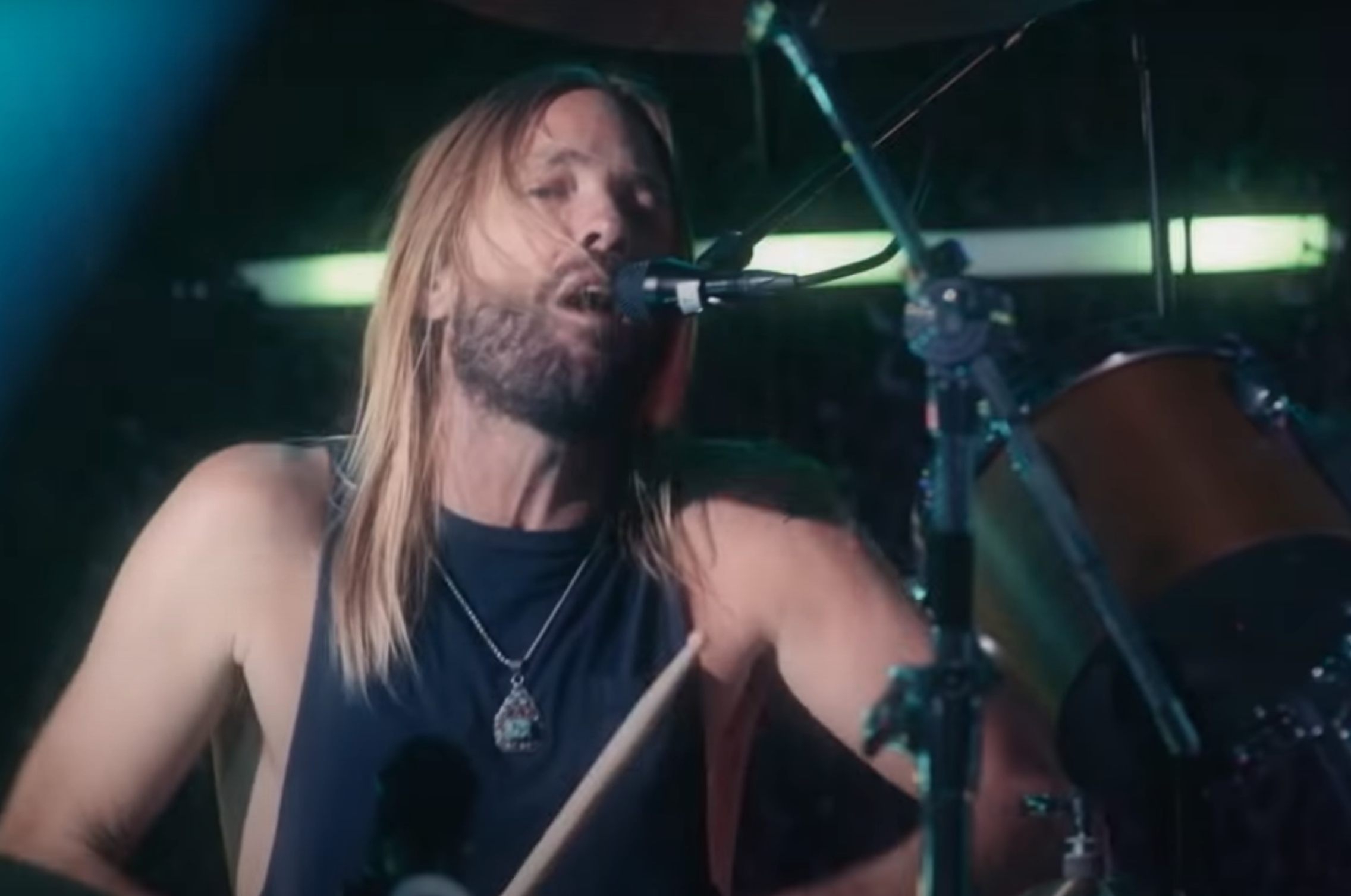 Watch Taylor Hawkins Handle Vocals on Foo Fighters' Cover of 'Shadow Dancing'