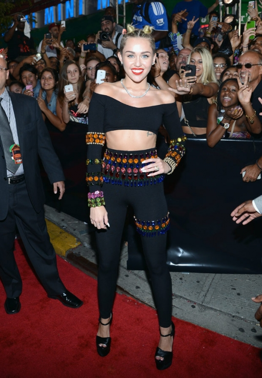 Miley Cyrus MTV VMAs bodega red carpet
